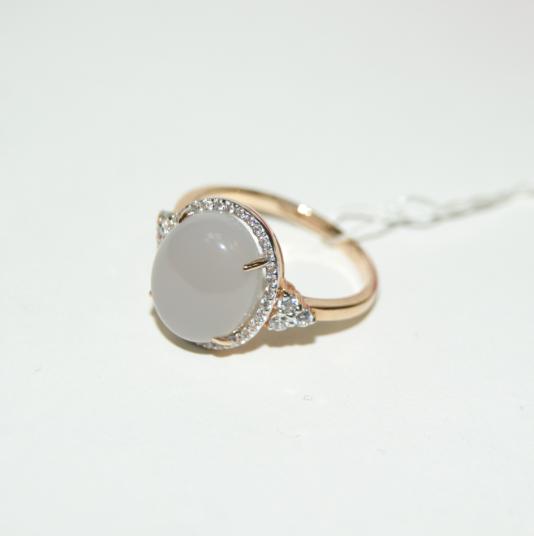 золотые кольца с природными камнями